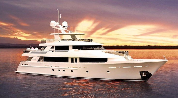 The 130ft motor yacht FAR NIENTE at sunset