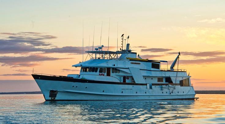 110ft custom-built motor yacht_BELUGA