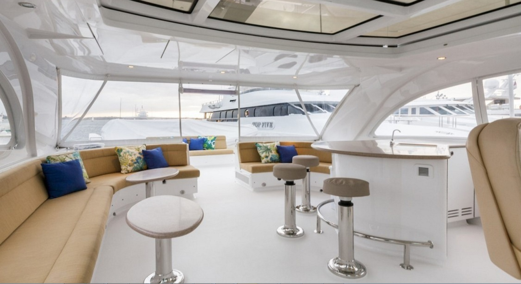 Salon and bar on the Westport Motor Yacht Frisky Lady