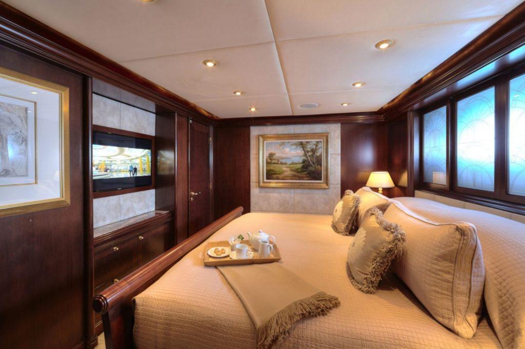 King Bed Cabin w Breakfast Tray