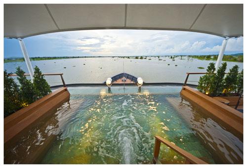Aqua Mekong wading pool