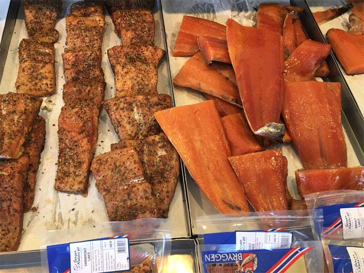 Peppered and plain smoked salmon in Norwegian shop ©CKYCI