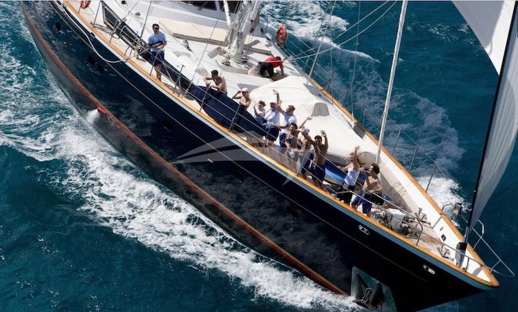 Passengers aboard 112ft Cantiere Valdettaro Sailing Yacht REE