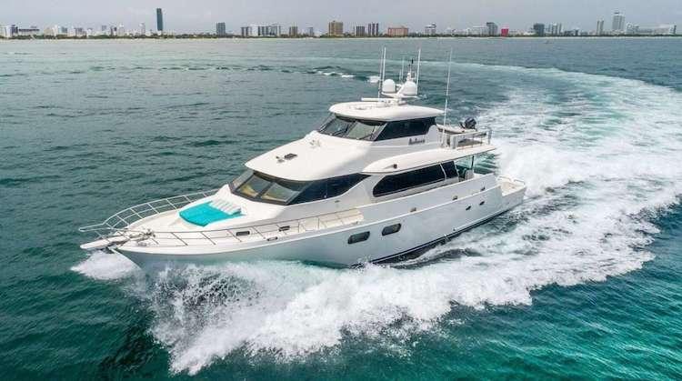 Andiamo 92ft Symbol motor yacht at sea