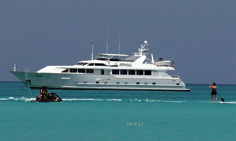108ft Broward motor yacht LUCKY STARS at sea