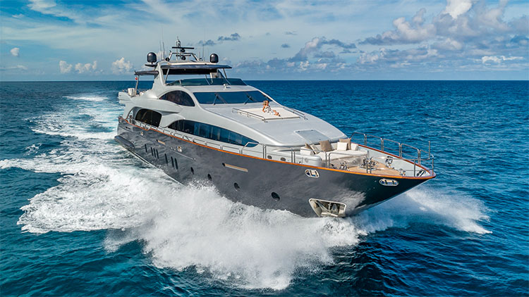 116ft Azimut motor yacht TAIL LIGHTS at sea