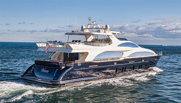 Vivere 116ft Azimut motor yacht at sea - Operating in North America and the Bahamas