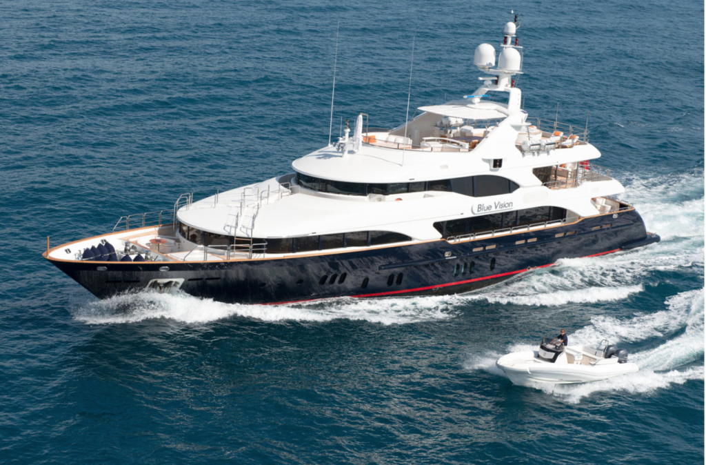 Starboard profile of M/Y BLUE VISION